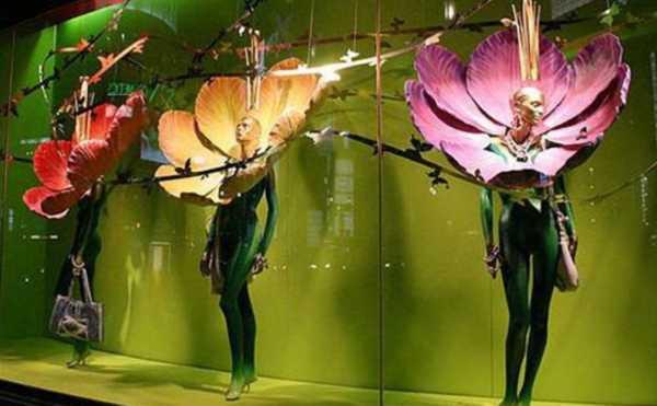 ¿Cómo decorar tu escaparate para la primavera/verano del 2020?Ejemplo de escaparate inspirado en las flores y los colores